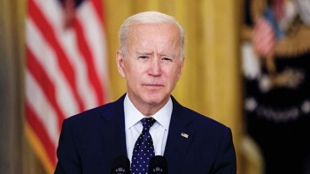 Biden aims to vaccinate 70% of American people by July 4