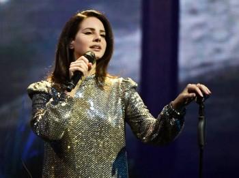 Lana Del Rey digs deep in new album 'Blue Banisters'